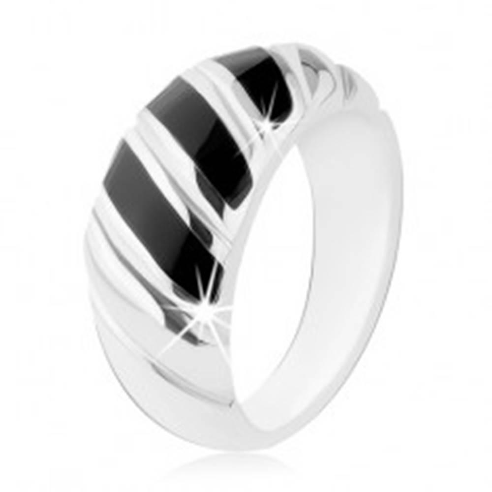 Šperky eshop Prsteň, striebro 925, čierny ónyx, tri šikmé prúžky, zárezy - Veľkosť: 48 mm