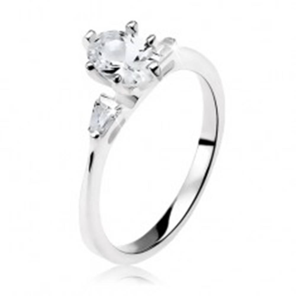 Šperky eshop Zásnubný prsteň zo striebra 925, číry oválny zirkón, malé lichobežníky - Veľkosť: 49 mm