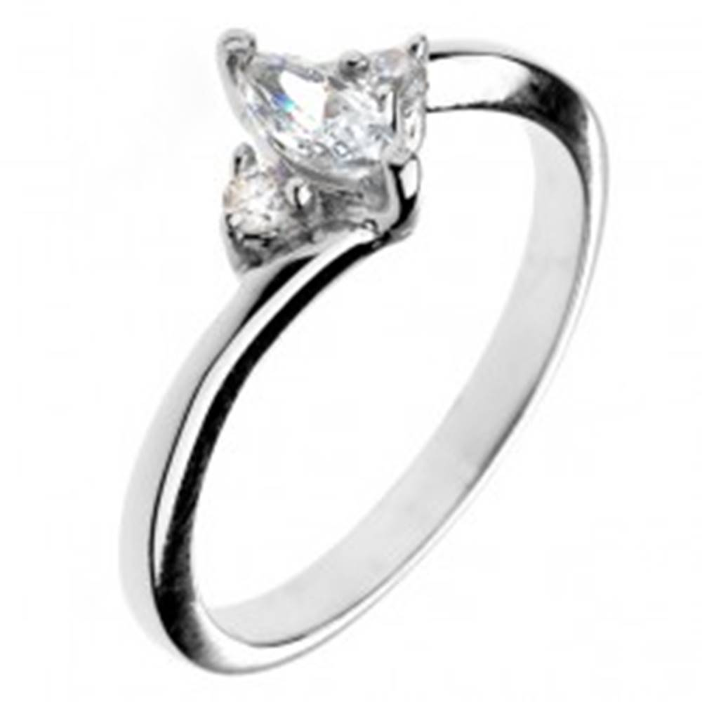 Šperky eshop Zásnubný prsteň zo striebra 925 - zirkón v tvare zrnka a dva malé zirkóny - Veľkosť: 50 mm