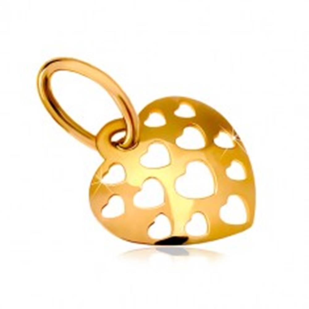 Šperky eshop Zlatý prívesok 585 - lesklé vypuklé srdce posiate vyrezávanými srdiečkami