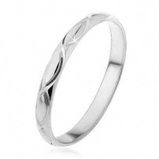 Strieborný prsteň 925 - gravírované obrysy zrniečka - Veľkosť: 50 mm