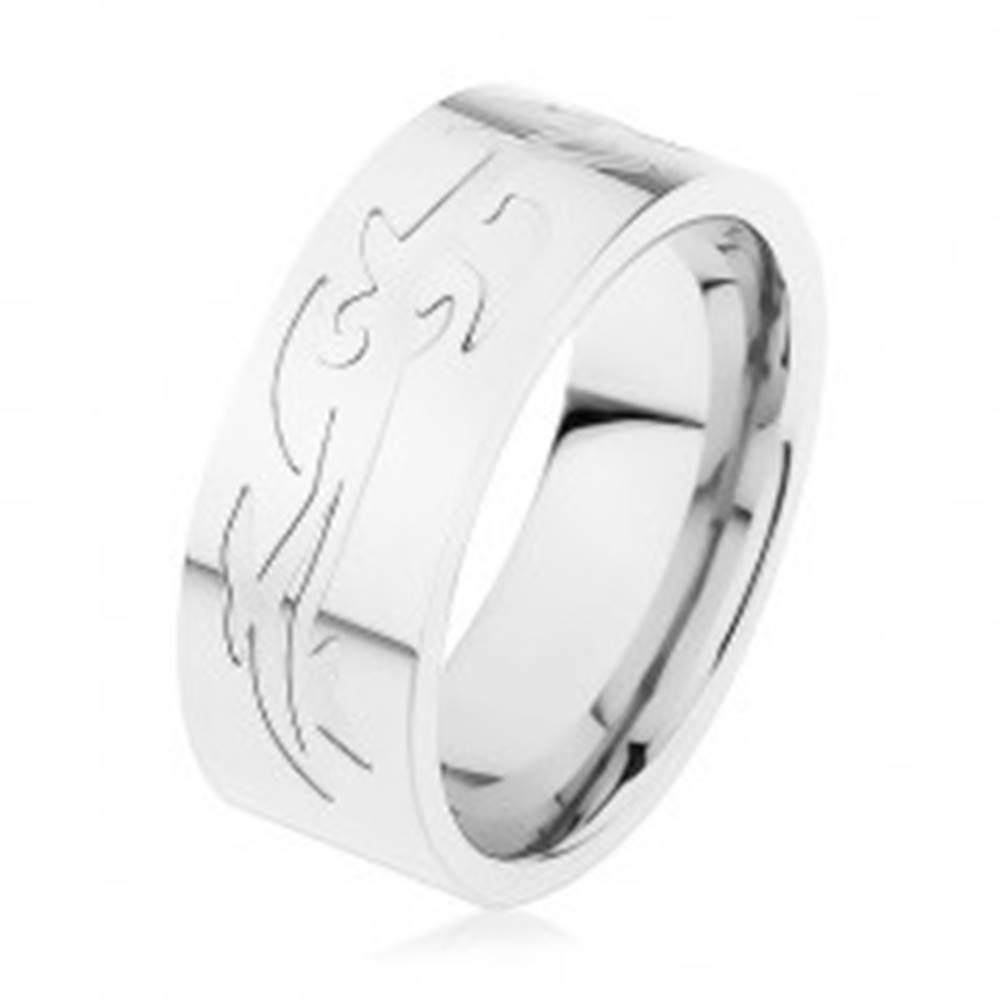Šperky eshop Oceľový prsteň, strieborná farba, gravírovaný tribal vzor - Veľkosť: 57 mm
