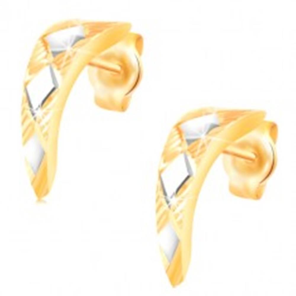 Šperky eshop Zlaté 14K náušnice - lesklý zúžený oblúk s kosoštvorcami z bieleho zlata