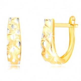 Zlaté 14K náušnice - rozširujúci sa pás so zvlnenými zárezmi a zrniečkami