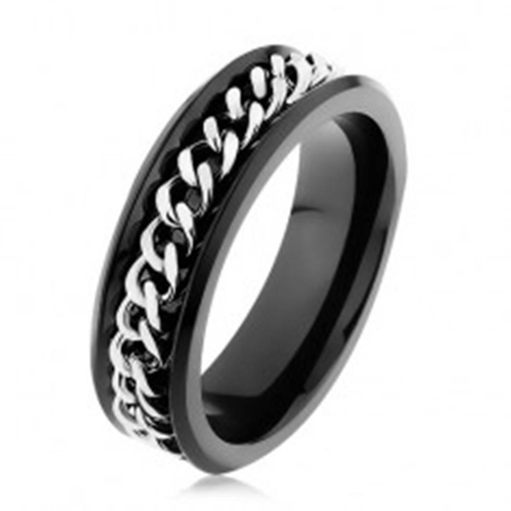 Šperky eshop Lesklý čierny prsteň z ocele 316L, retiazka v striebornom odtieni - Veľkosť: 51 mm