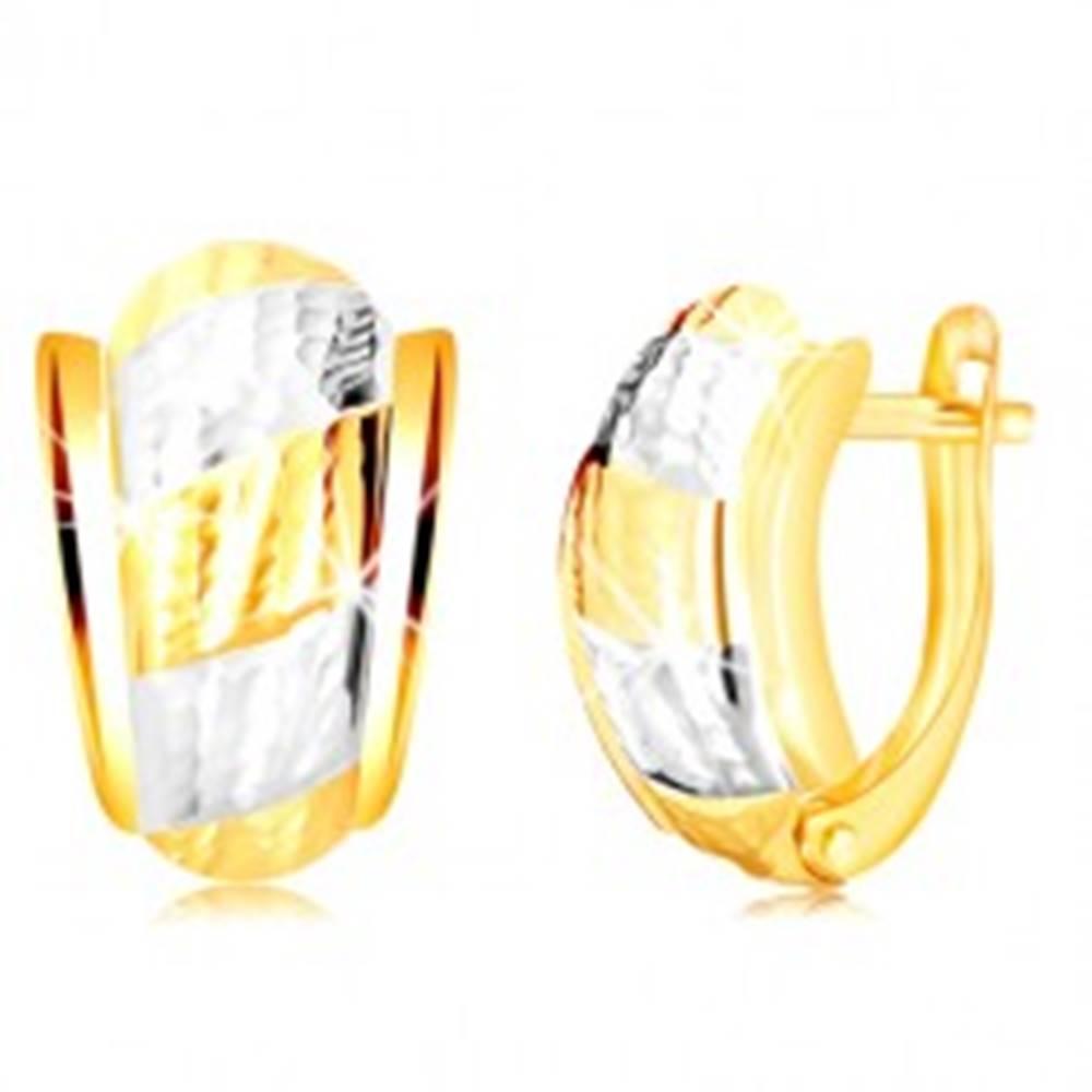 Šperky eshop Náušnice zo 14K zlata - nesúmerný oblúk s pásmi a ozdobnými zárezmi