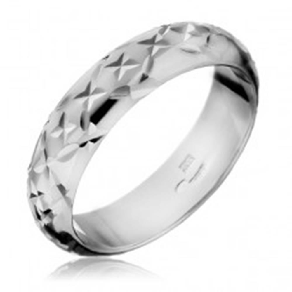 Šperky eshop Prsteň zo striebra 925 - lesklé gravírované lúče - Veľkosť: 49 mm