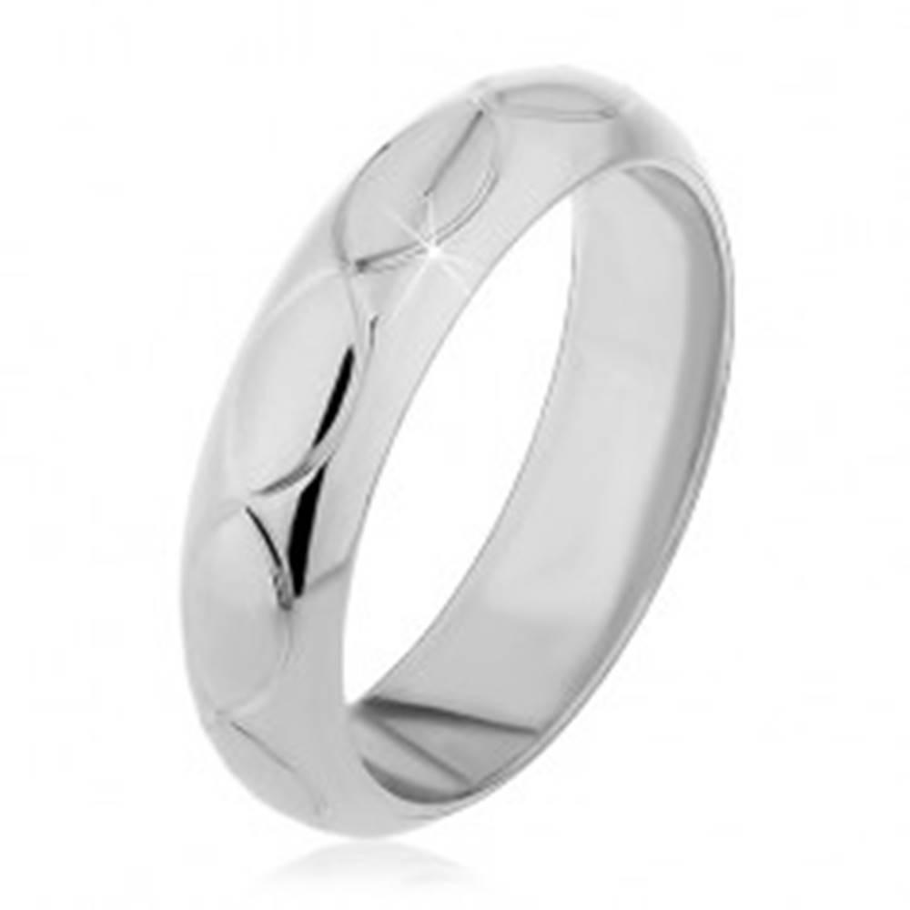 Šperky eshop Prsteň zo striebra 925 - zárezy v tvare zrniek - Veľkosť: 49 mm