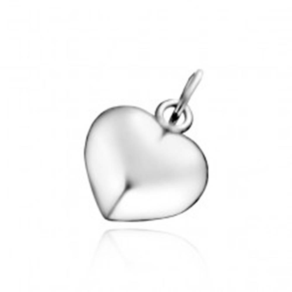 Šperky eshop Strieborný prívesok 925 - vypuklé lesklé srdce so zárezom