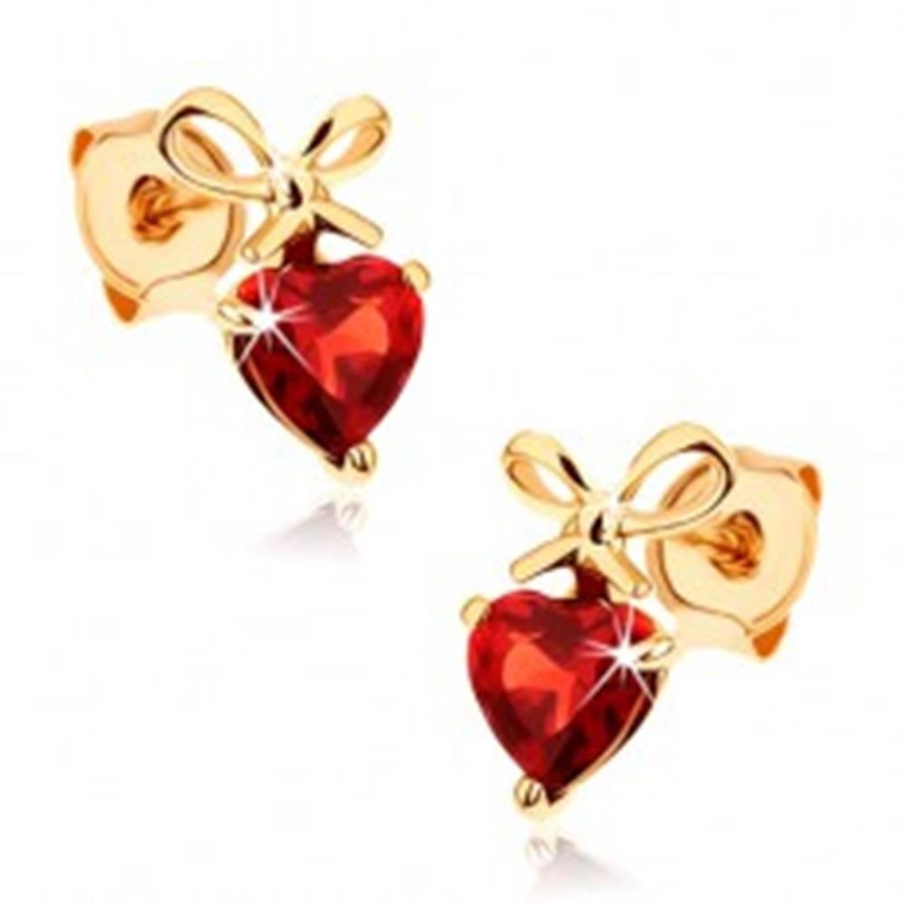 Šperky eshop Zlaté náušnice 585 - červené granátové srdiečko s uviazanou mašľou