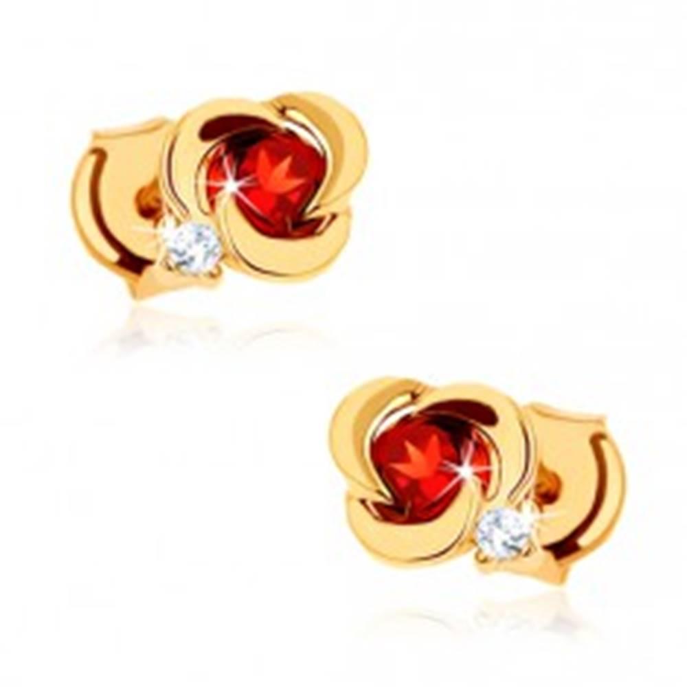 Šperky eshop Zlaté náušnice 585 - kvet s hladkými lupeňmi a okrúhlym červeným granátom