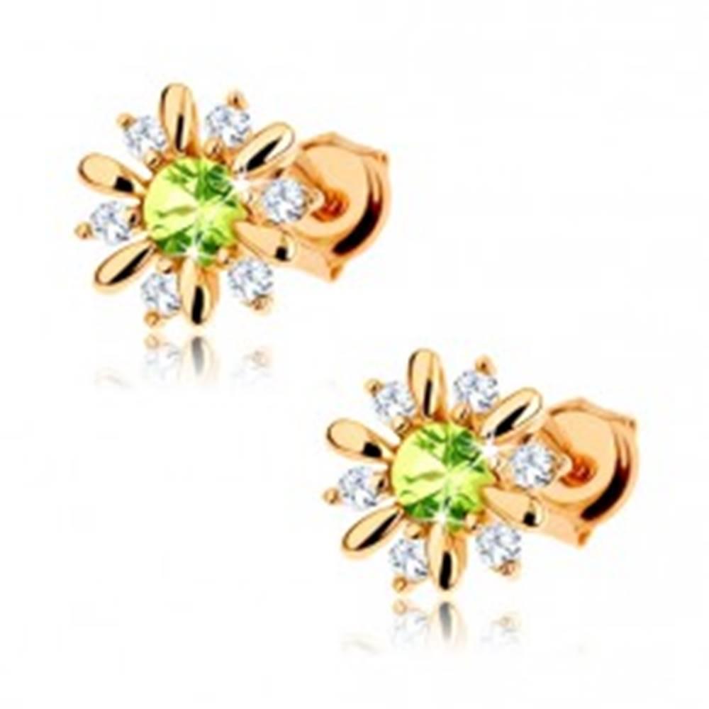 Šperky eshop Zlaté náušnice 585 - kvietok zdobený svetlozeleným olivínom a čírymi zirkónikmi