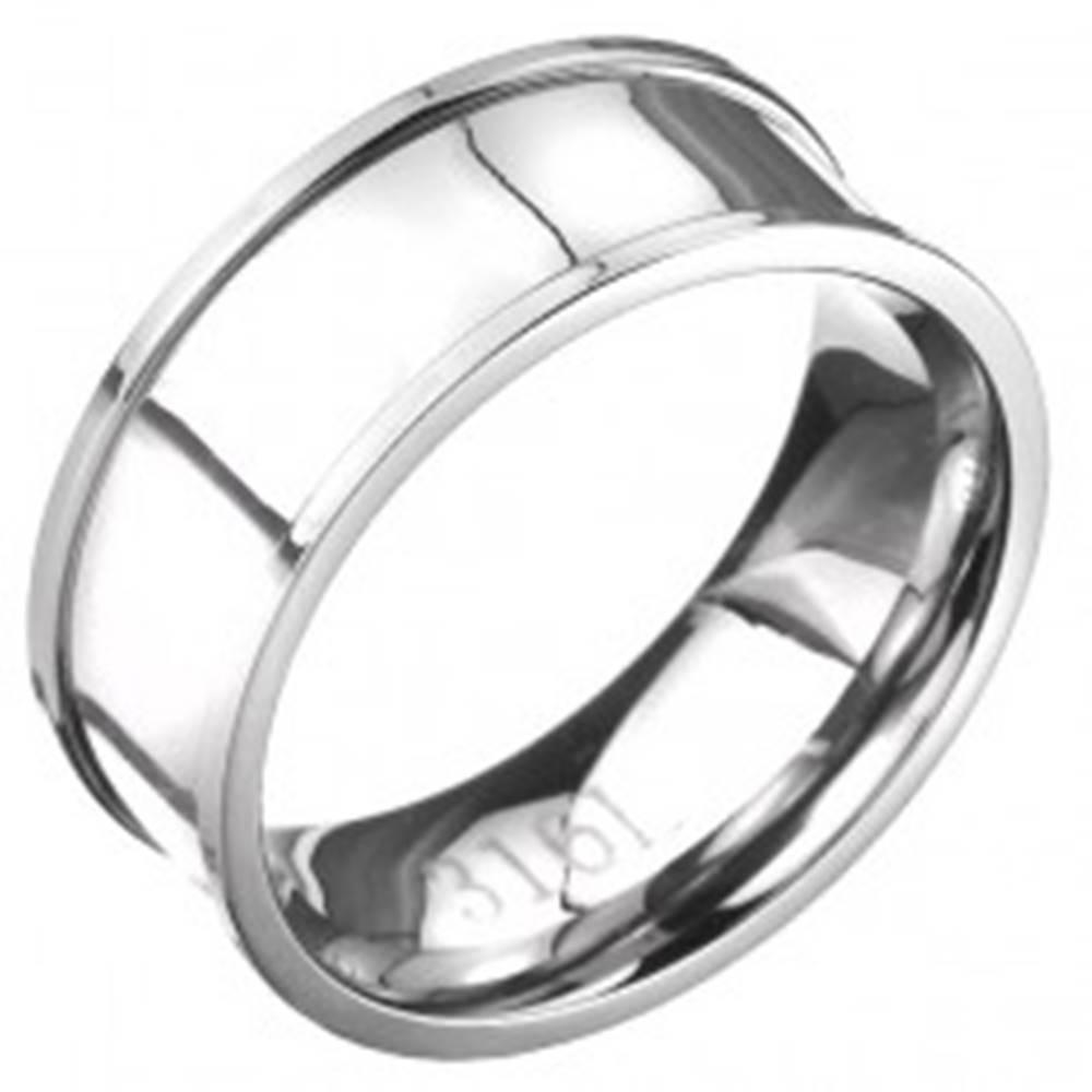 Šperky eshop Oceľový prsteň - obrúčka striebornej farby s vyvýšeným lemom - Veľkosť: 57 mm
