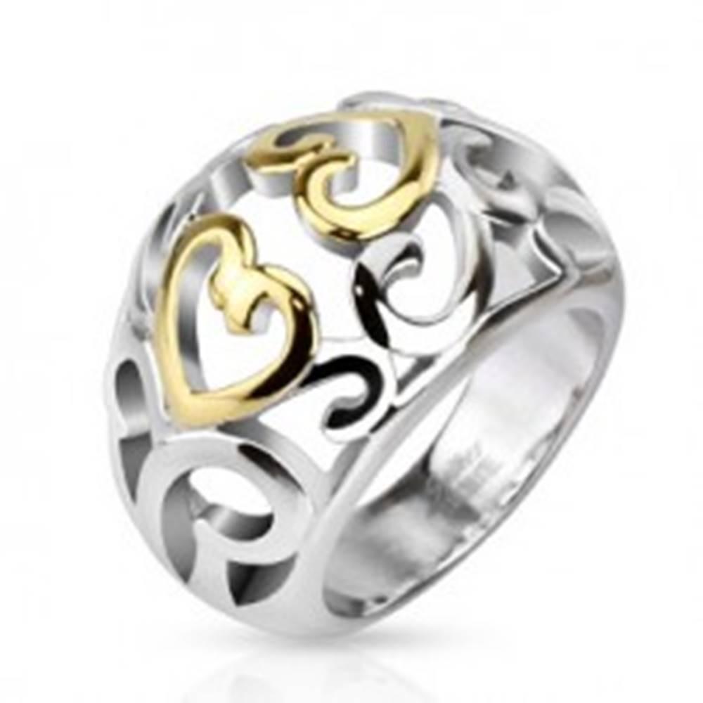 Šperky eshop Oceľový prsteň s vyrezávaným ornamentom, zlato-strieborná farba - Veľkosť: 49 mm