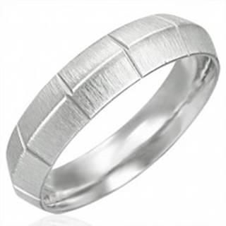 Dámsky oceľový prsteň matný so zvislými ryhami, vyvýšený stred - Veľkosť: 51 mm