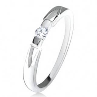 Prsteň s čírym okrúhlym zirkónom, trojuholníkové výrezy, striebro 925 - Veľkosť: 49 mm