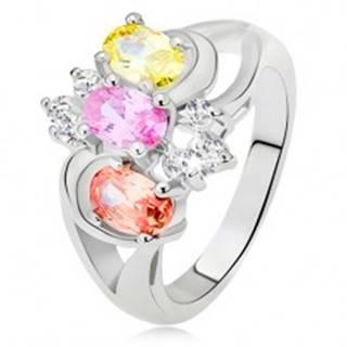 Prsteň - tri farebné kamienky, rozdvojené ramená, oblúky, číre zirkóny - Veľkosť: 49 mm