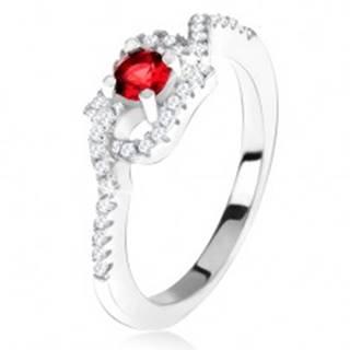 Strieborný 925 prsteň, červený kamienok, zatočené zirkónové ramená - Veľkosť: 49 mm