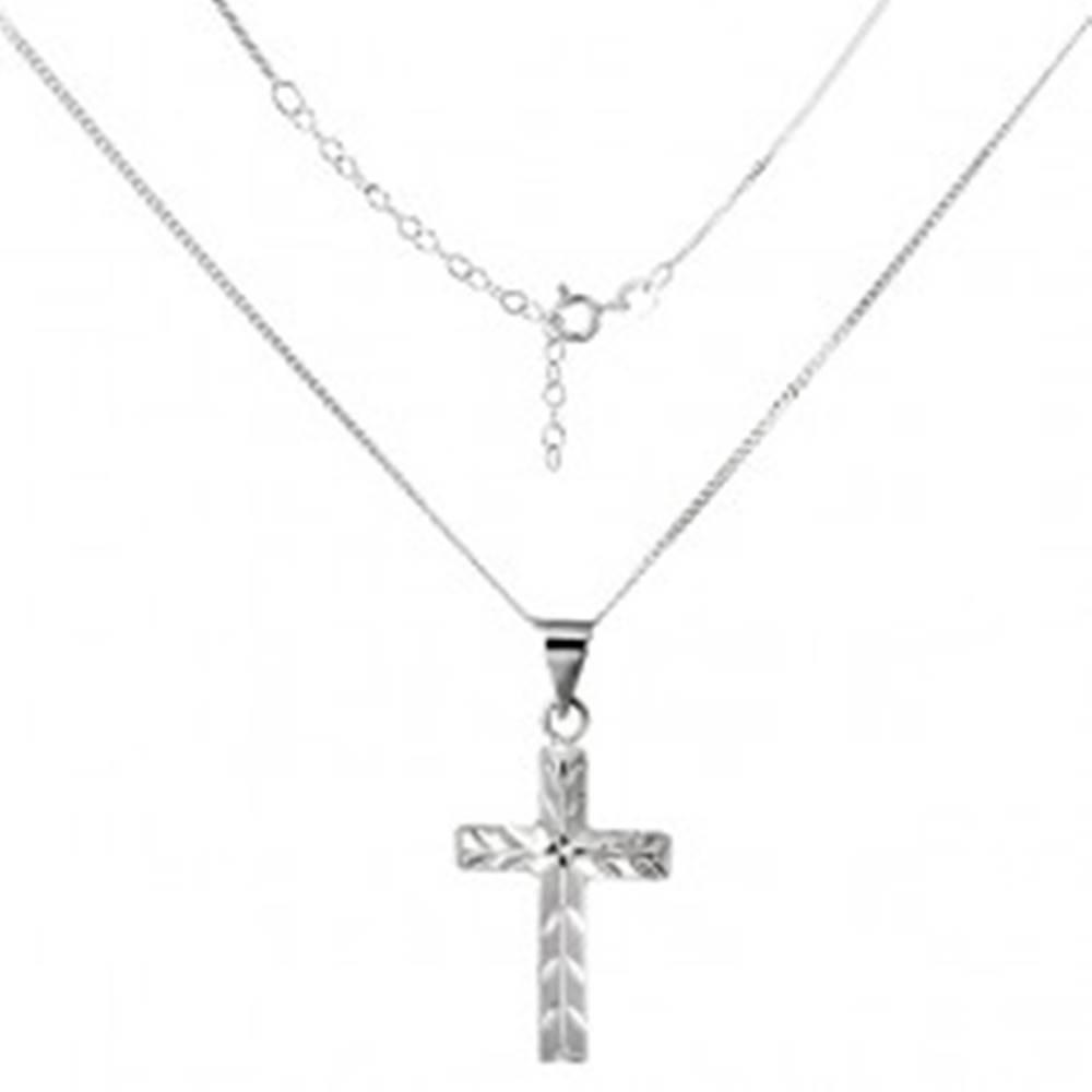 Šperky eshop Ligotavý náhrdelník - krížik so šikmými zárezmi, striebro 925