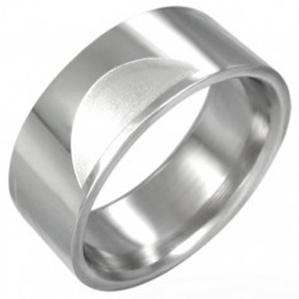 Šperky eshop Oceľový prsteň hladký s matnými polkruhmi - Veľkosť: 54 mm