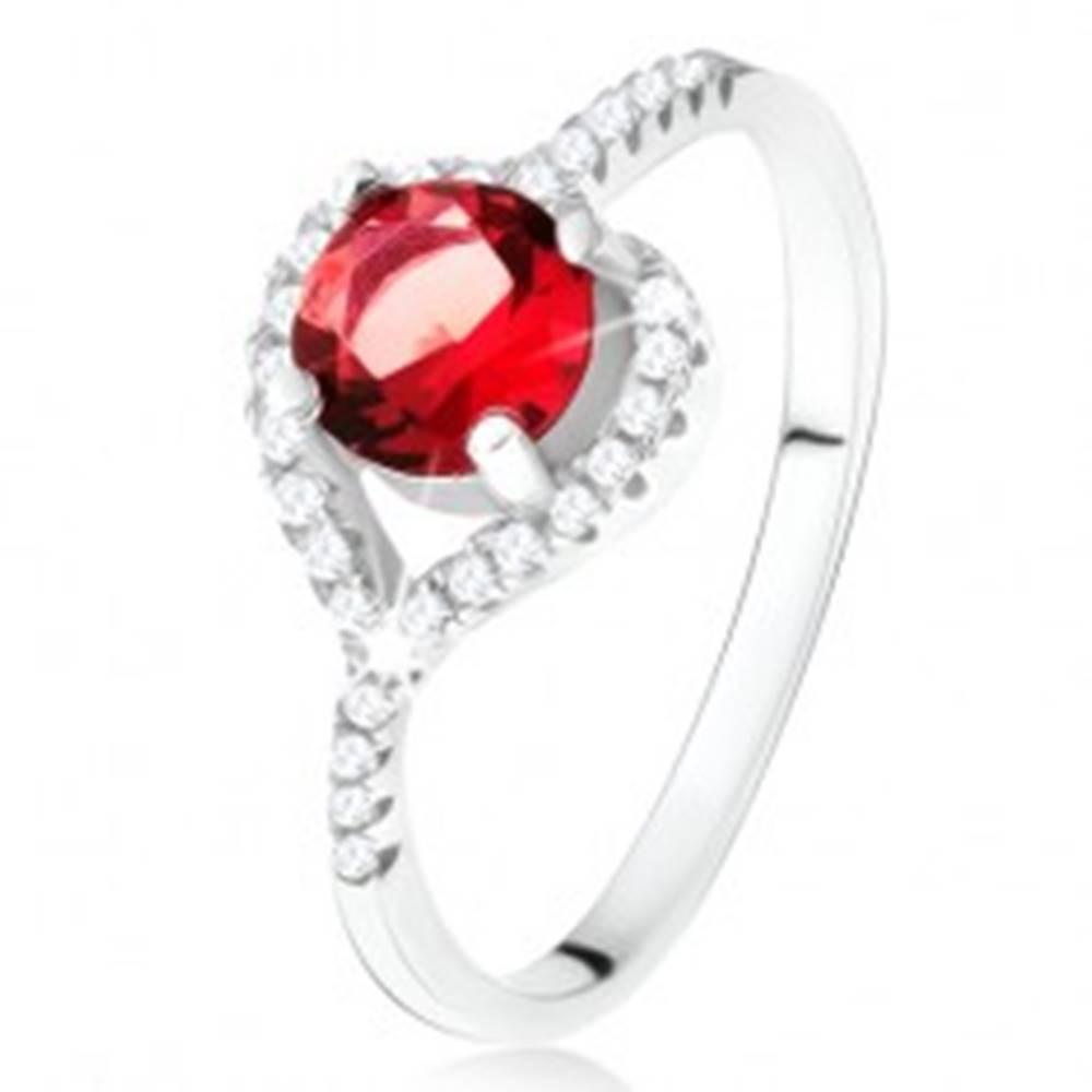 Šperky eshop Prsteň s asymetrickým zirkónovým srdcom, červený kameň, striebro 925 - Veľkosť: 49 mm