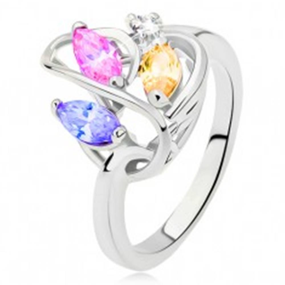 Šperky eshop Prsteň striebornej farby, línia srdca, farebné zirkóny, číry kamienok - Veľkosť: 49 mm