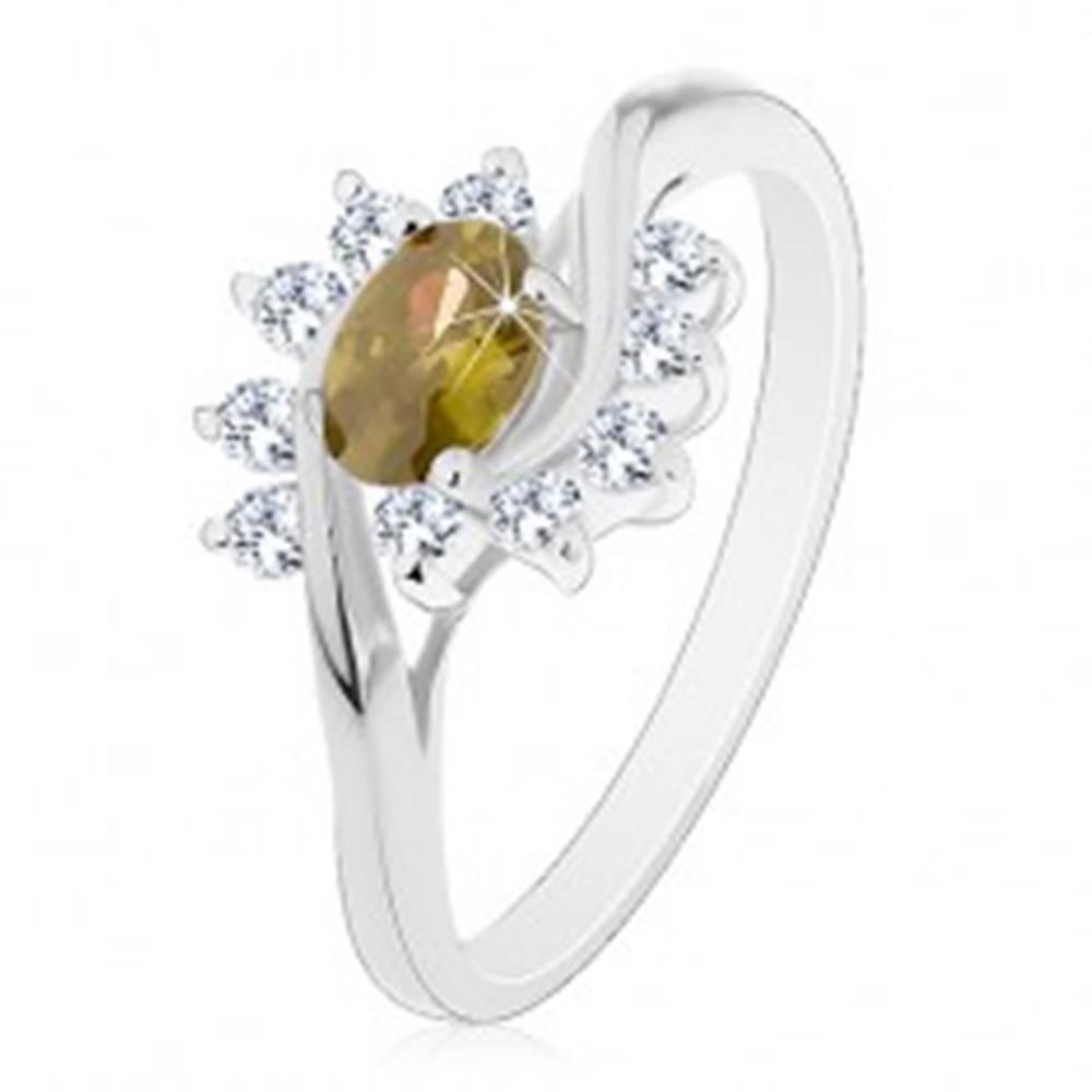 Šperky eshop Prsteň striebornej farby, olivovo zelený zirkónový ovál, číre oblúčiky - Veľkosť: 57 mm, Farba: Zelená