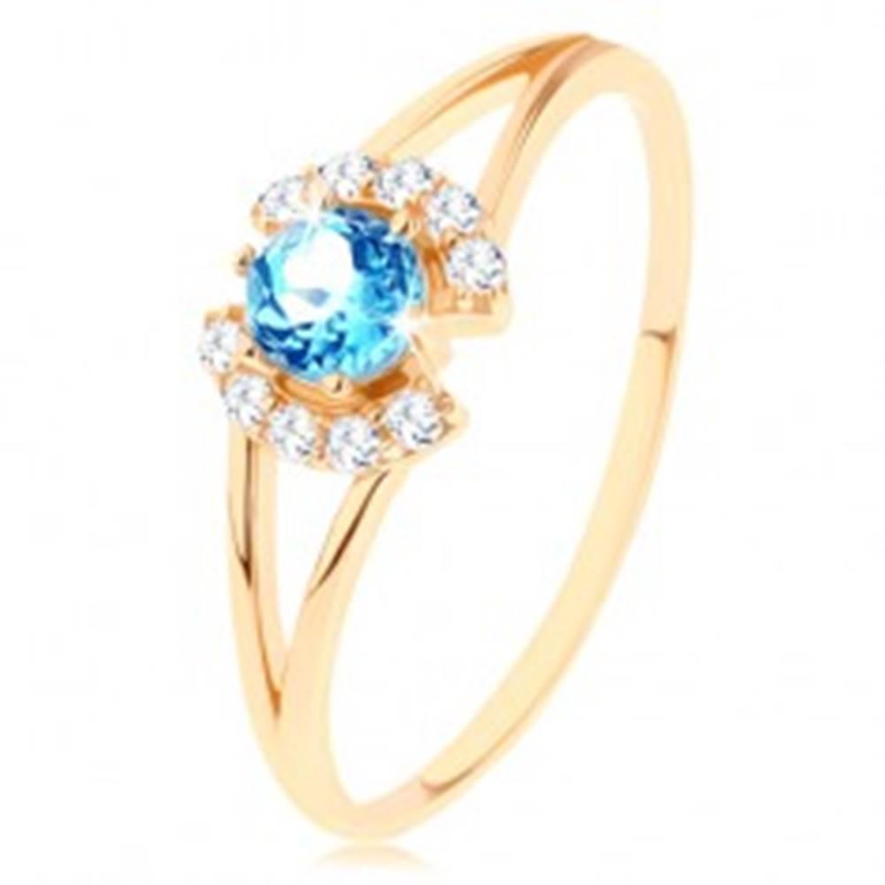 Šperky eshop Prsteň v žltom 9K zlate - číre zirkónové oblúčiky, okrúhly modrý topás - Veľkosť: 50 mm