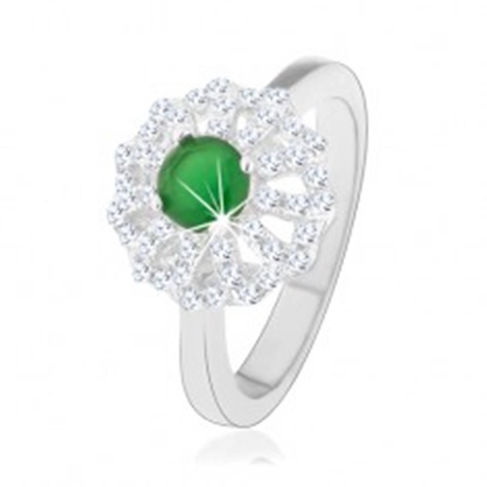 Šperky eshop Prsteň zo striebra 925, kvet s obrysmi čírych lupeňov, zelený zirkónový stred - Veľkosť: 49 mm