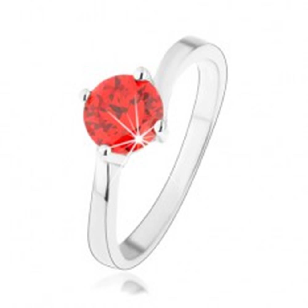 Šperky eshop Prsteň zo striebra 925, okrúhly oranžový zirkón, zrkadlovolesklé ramená - Veľkosť: 49 mm