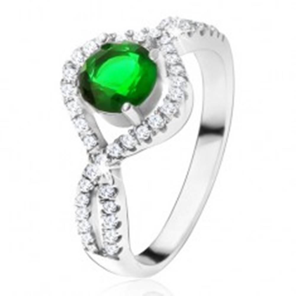 Šperky eshop Strieborný 925 prsteň, okrúhly zelený kameň, zatočené zirkónové ramená - Veľkosť: 49 mm