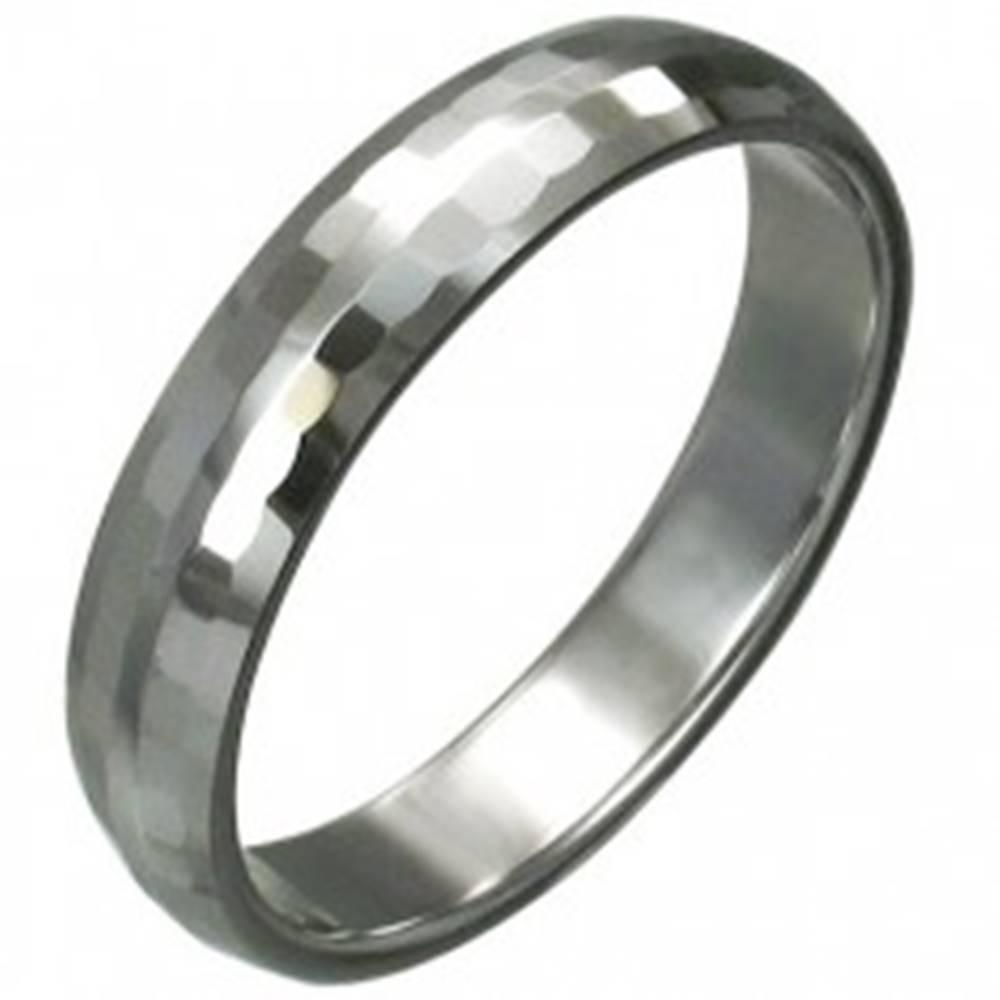 Šperky eshop Volfrámový prsteň s jemnými brúsenými obdĺžnikmi, 3 mm - Veľkosť: 49 mm