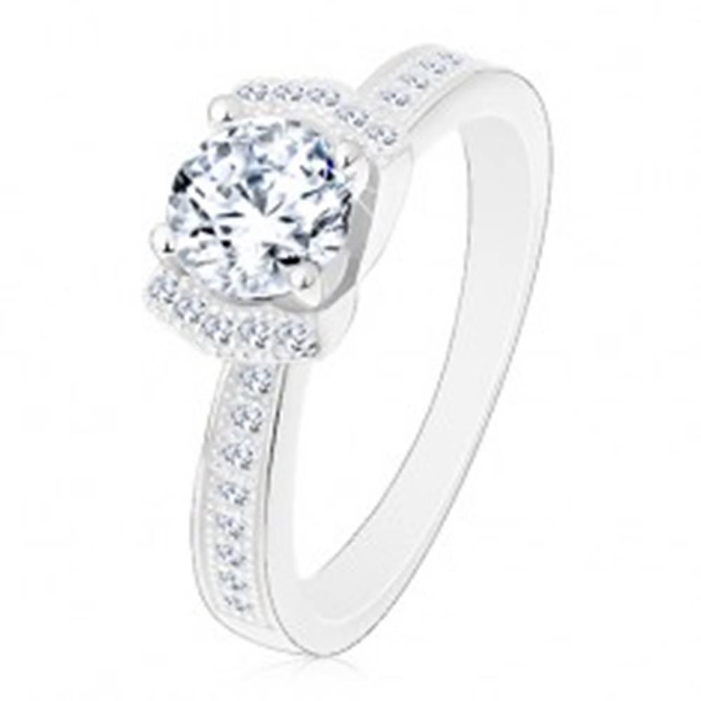 Šperky eshop Zásnubný strieborný prsteň 925, žiarivý číry zirkón, dva ligotavé oblúky - Veľkosť: 49 mm