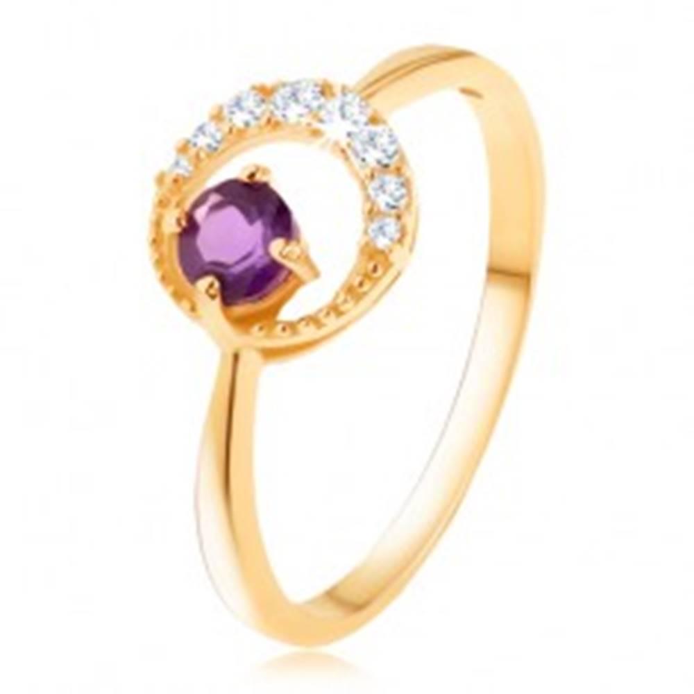 Šperky eshop Zlatý prsteň 375 - tenký zirkónový polmesiac, ametyst vo fialovom odtieni - Veľkosť: 50 mm