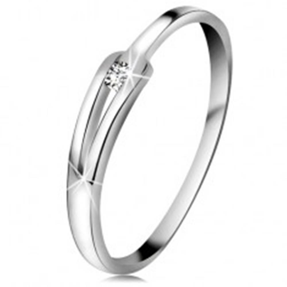 Šperky eshop Briliantový prsteň z bieleho 14K zlata - ligotavý číry diamant, úzke rozdelené ramená - Veľkosť: 49 mm