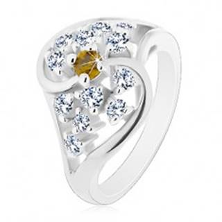 Lesklý prsteň so zvlnenými ramenami striebornej farby, číre a zelené zirkóny - Veľkosť: 54 mm