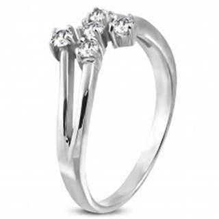 Oceľový prsteň striebornej farby s piatimi čírymi zirkónmi - Veľkosť: 49 mm