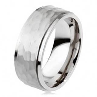 Titánový prsteň, vyvýšený matný stredový pás, asymetrické priehlbiny - Veľkosť: 54 mm