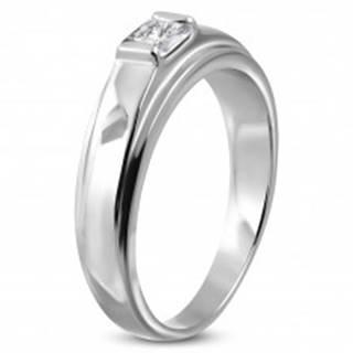 Zásnubný prsteň z chirurgickej ocele, štvorcový zirkón na vyvýšenom podklade - Veľkosť: 49 mm