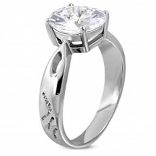 Zásnubný prsteň z ocele 316L s veľkým zirkónom a ozdobnými ryhami - Veľkosť: 49 mm