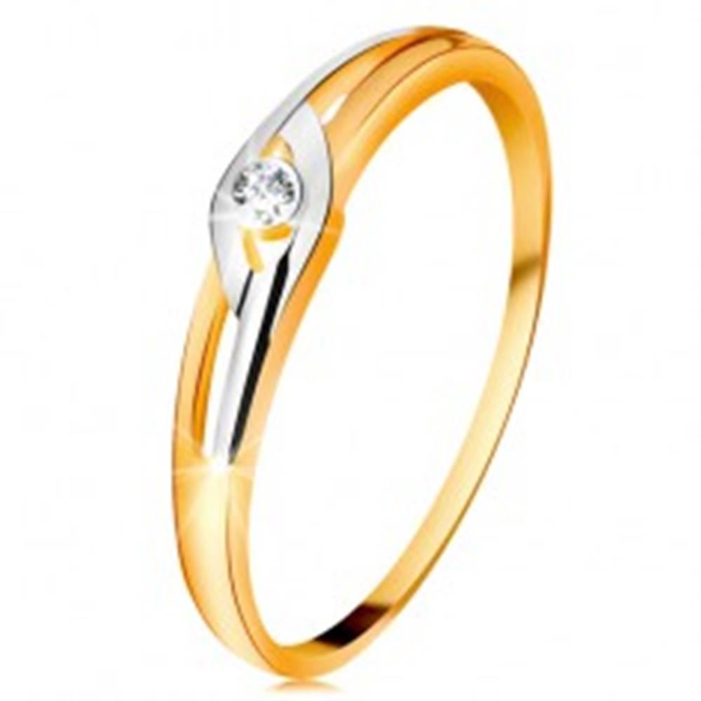 Šperky eshop Diamantový prsteň zo 14K zlata, dvojfarebné ramená s výrezmi, číry briliant - Veľkosť: 49 mm