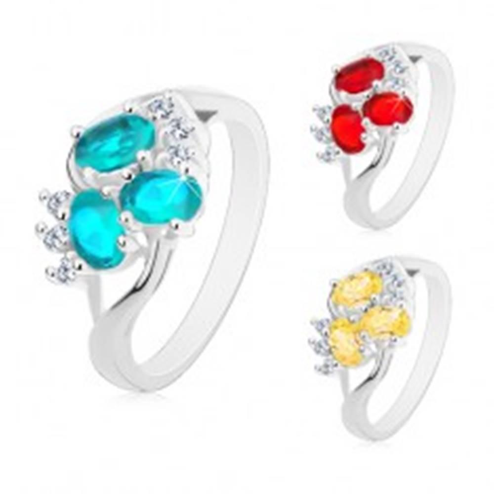 Šperky eshop Lesklý prsteň s rozdelenými ramenami striebornej farby, číre zirkóniky, brúsené ovály - Veľkosť: 49 mm, Farba: Aqua modrá