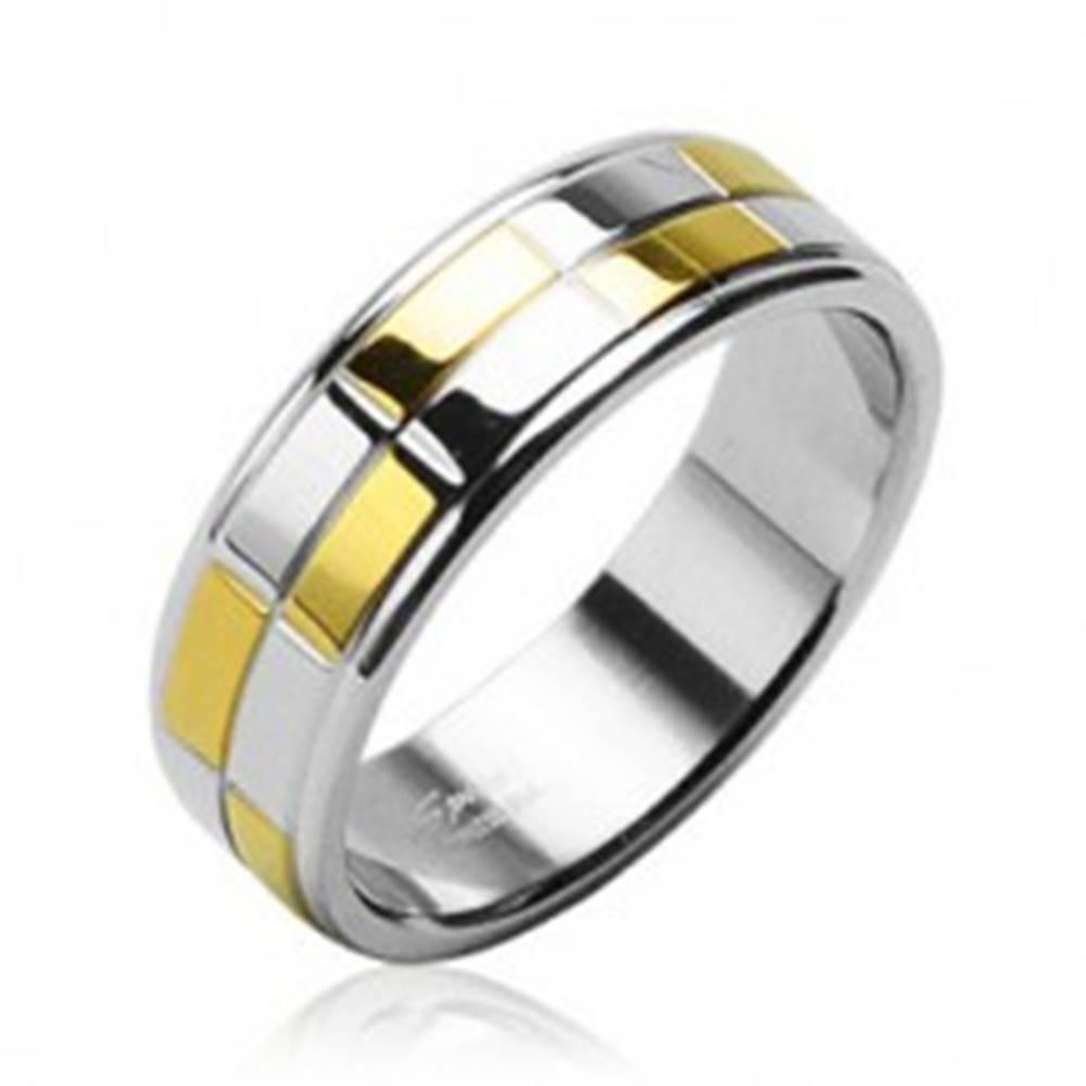 Šperky eshop Oceľová obrúčka s lesklými obdĺžnikmi zlatej a striebornej farby - Veľkosť: 48 mm