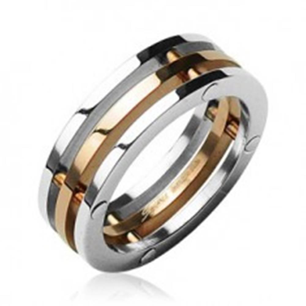 Šperky eshop Oceľový prsteň trojitý stredný pruh zlatej farby - Veľkosť: 50 mm