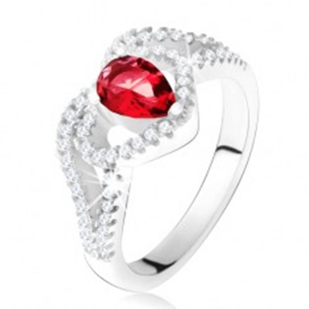 Šperky eshop Prsteň s rubínovým zirkónom a čírou kontúrou srdca, striebro 925 - Veľkosť: 50 mm