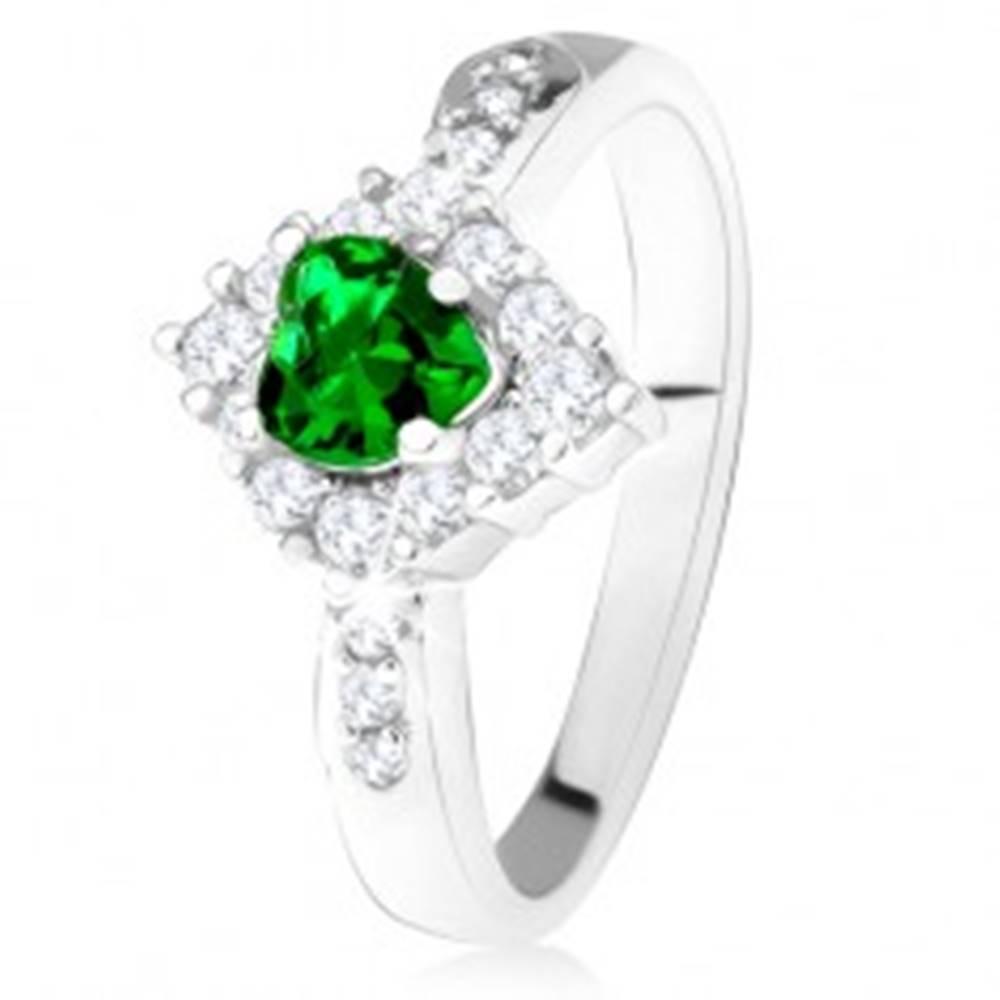 Šperky eshop Prsteň so zeleným srdcovým zirkónom, číry kosoštvorec, striebro 925 - Veľkosť: 49 mm