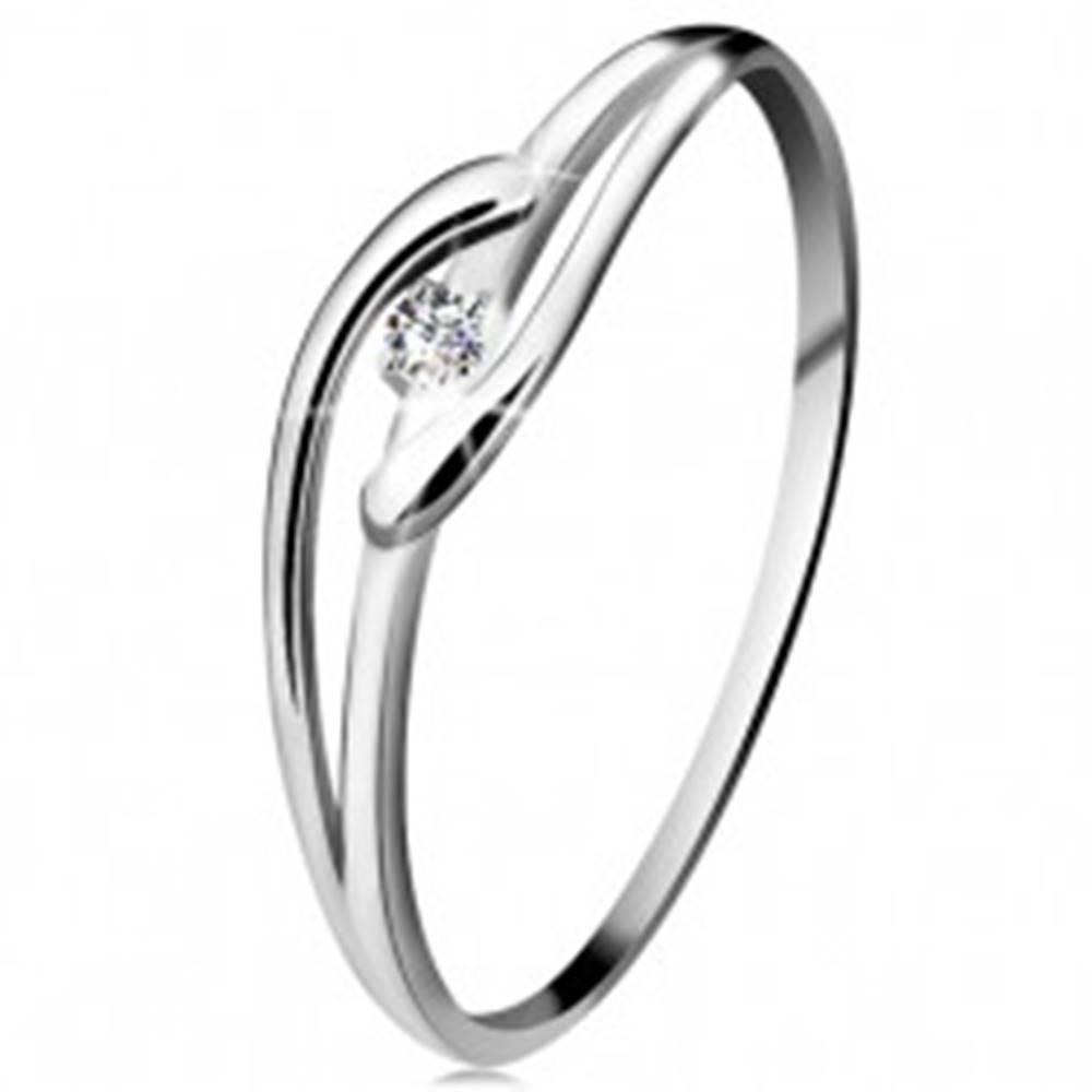 Šperky eshop Prsteň v bielom zlate 585 s trblietavým diamantom, rozdelené zvlnené ramená - Veľkosť: 49 mm