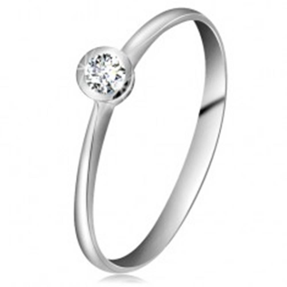 Šperky eshop Prsteň z bieleho 14K zlata - ligotavý číry briliant v lesklej objímke, zúžené ramená - Veľkosť: 49 mm