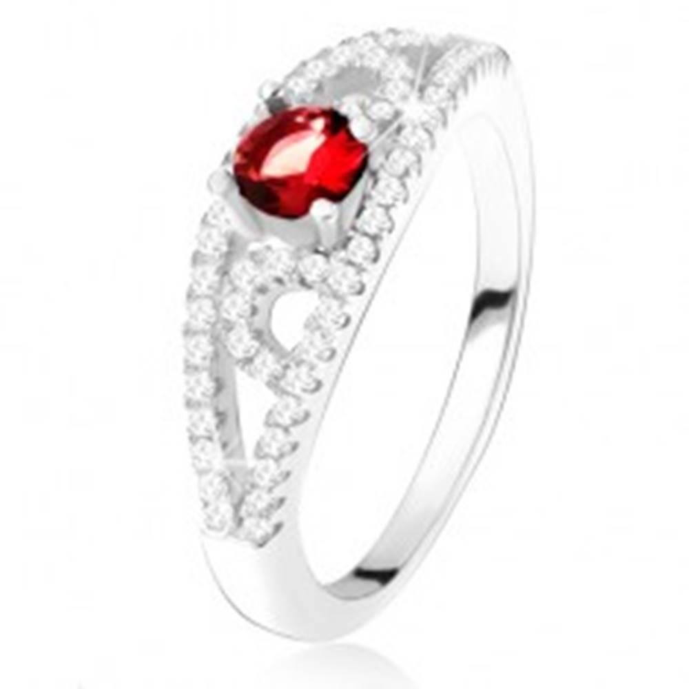Šperky eshop Prsteň zo striebra 925, okrúhly červený zirkón, línie s čírymi kamienkami - Veľkosť: 50 mm