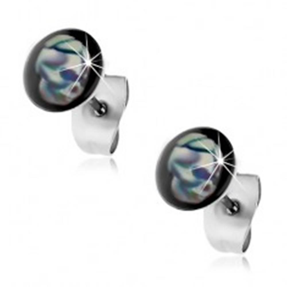 Šperky eshop Puzetové náušnice z ocele 316L, modro-biela lebka, čierne pozadie